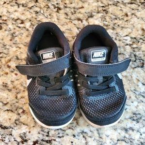 Nike Flex Run Size 7